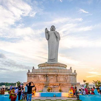 Hussain Sagar lake and the Buddha statue