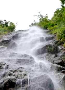 katiki-waterfalls