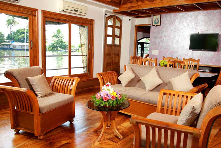 houseboat-interior-view