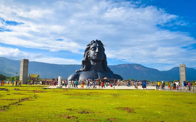 People visiting Isha Yoga Centre Adiyogi Shiva Statue in Coimbatore
