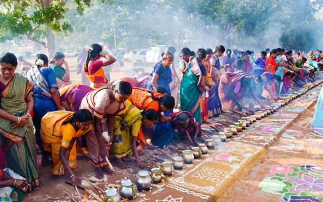 Women performing special rituals during Kaanum Pongal day