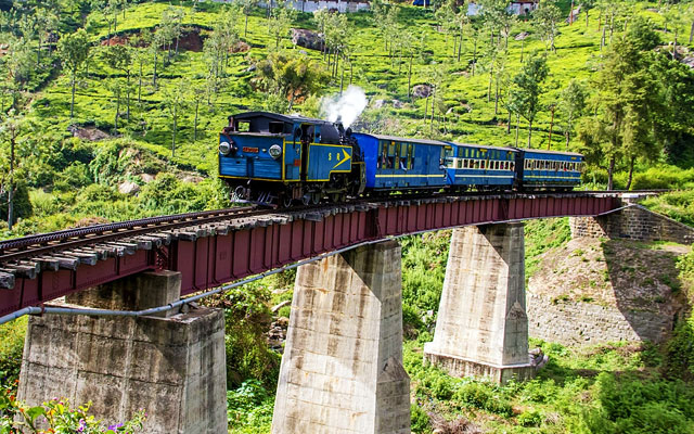 Heritage Mountain Train and bridge in Ooty