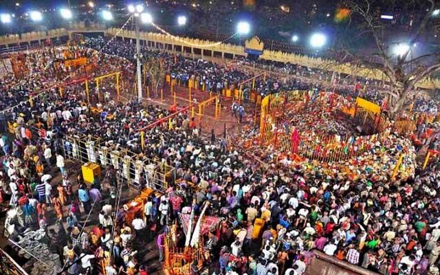 A glimpse of large number of devotees praying in Medaram Jatara