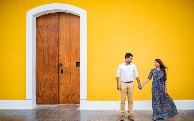 Young and newly married couple taking photoshoots in Pondicherry French colony