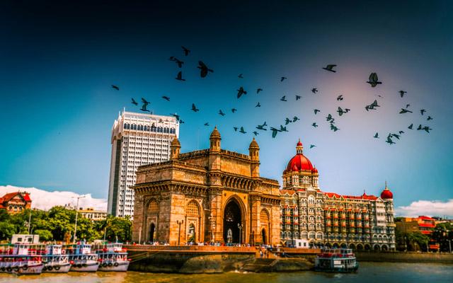 gateway of india at morning, mumbai, india