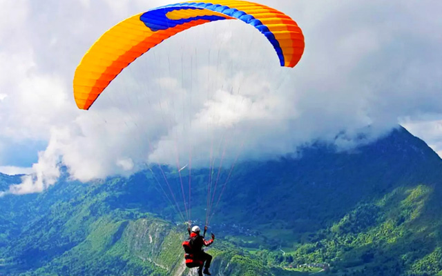 A glimpse of Paragliding in Munnar