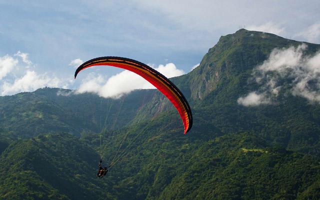 Paragliding in Nandhi hills of Karnataka.