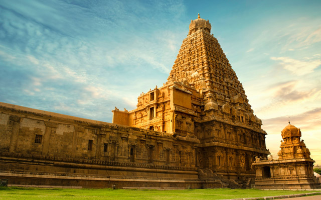Tanjore Big Temple (Brihadeshwara Temple) in Tamil Nadu, Oldest and Tallest temple in India